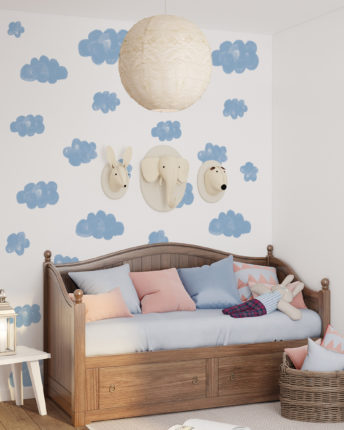 Tapeta dziecięca Clouds in Blue Pokój dla dziecka w stylu skandynawskim. W tle tapeta ścienna dla dzieci w chmurki.