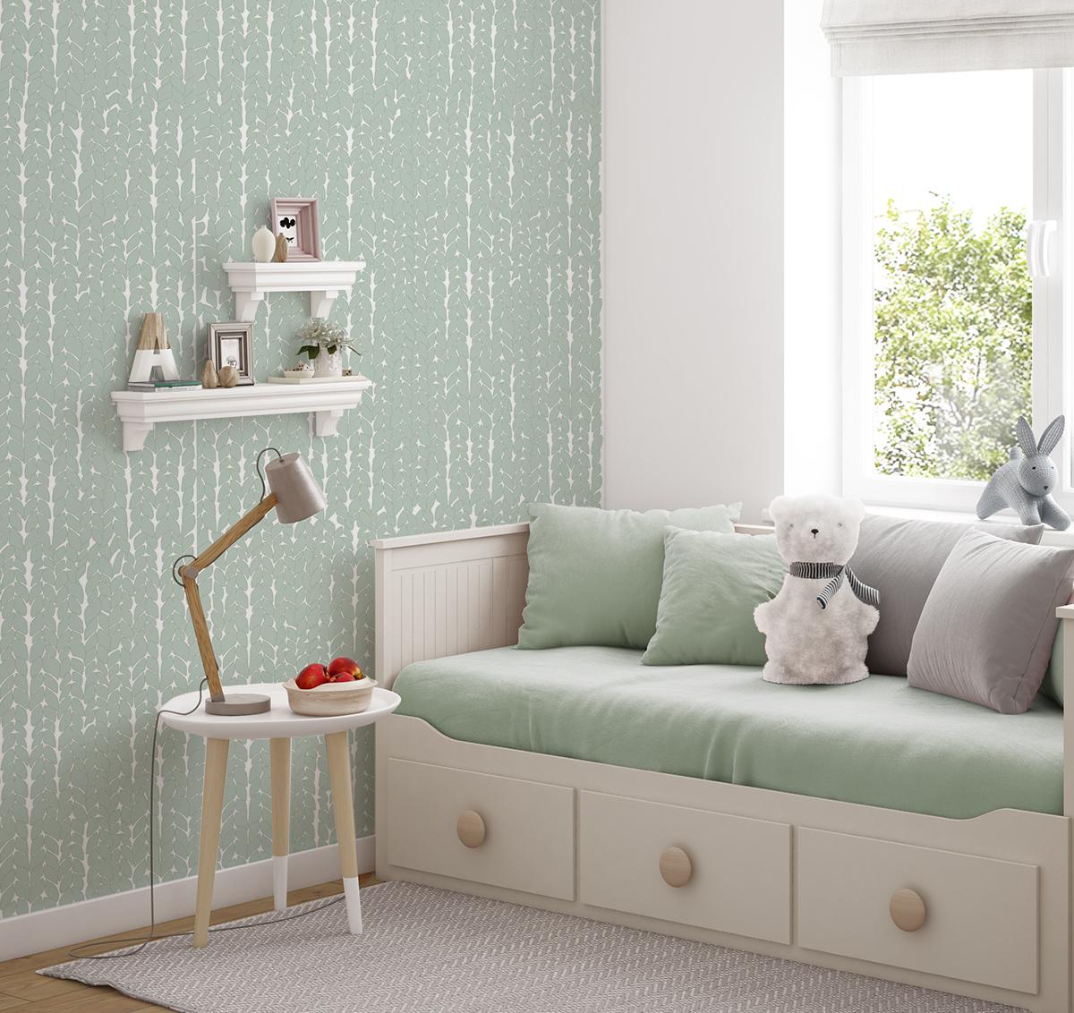 Pokój dziecięcy z tapetą Green Wool w towarzystiwe białych mebelków i szaro zielonych dodatków